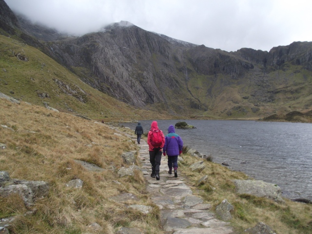Rucksack testing – walking round the lake of Llyn Idwal
