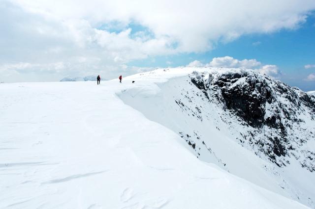 The rim of Cwm Cneifion, with big snow cornices (JB)