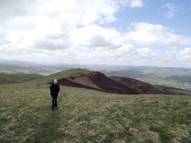 Looking back down the final rise to the summit of Moel y Plas