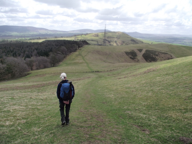Heading south on the descent from Moel y Plas