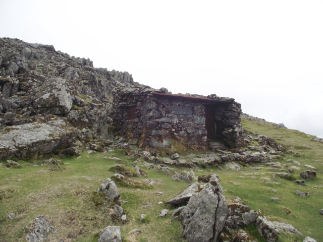 The shelter hut at Foel Grach