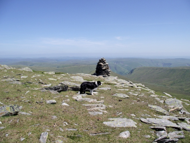The viewpoint cairn on the un-named top ….