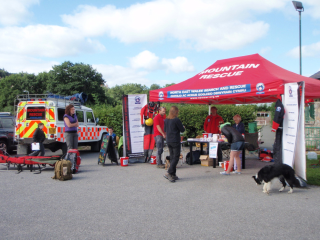 Setting up the mountain rescue display at the Corwen Walking Festival …. (BB)