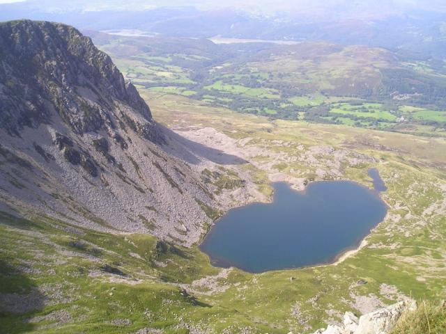 Looking back, down towards Llyn a Gadair