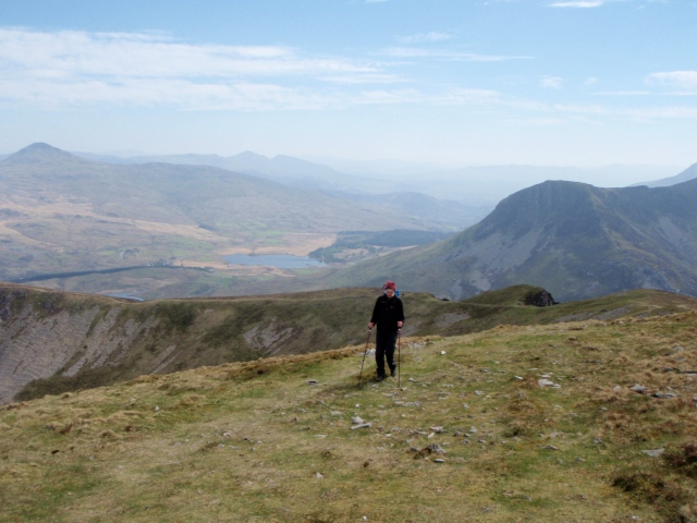 Further along the ridge with Yr Aran on the far left and Cnicht and the Moelwyns in the distance