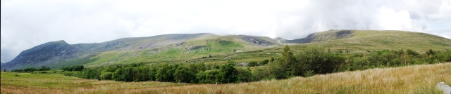Carneddau panorama – about 8kms (5 miles) of hill walking above 900 metres altitude (2950 ft)