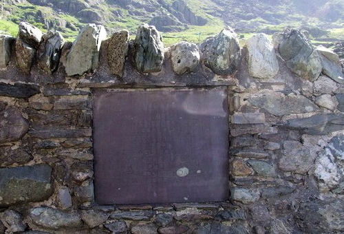 The memorial near Blaen y Nant in the Llanberis Pass