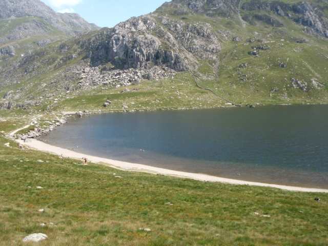 Back at Llyn Idwal, complete with beach