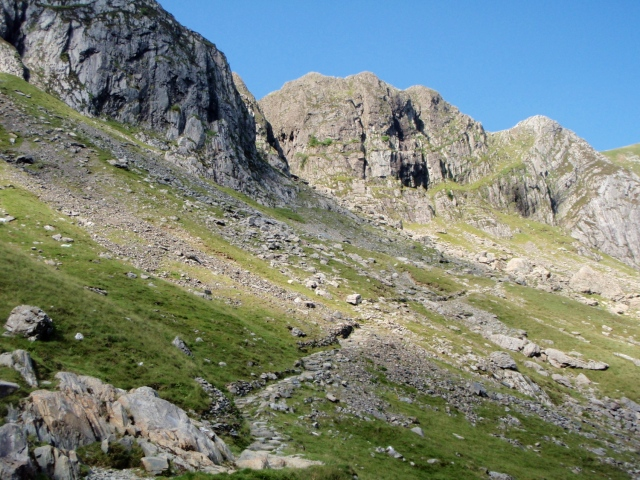The path from Idwal slabs to Twll Du