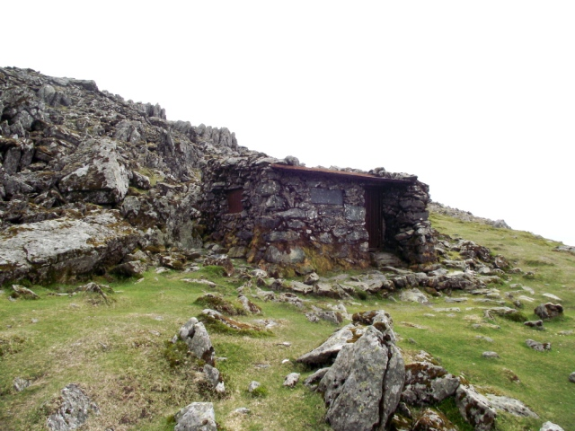 The stone shelter on Foel Grach