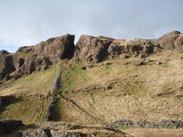 The cleft in the crag on the approach to Moel yr Ogof