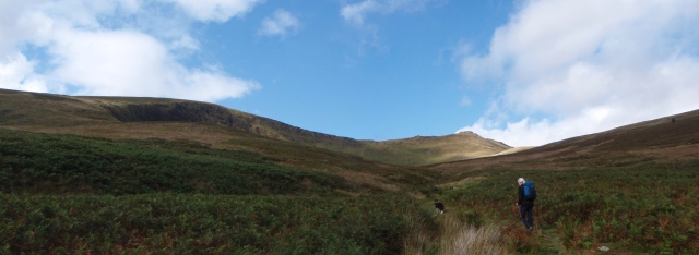 Approaching the lake – Llyn Lluncaws