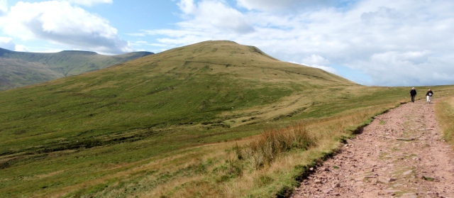 Heading for home with Cribyn (centre) and Pen y Fan/Corn Du (beyond and left)