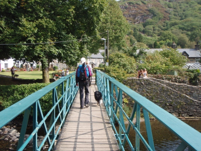 Down amongst the tourists in Beddgelert ….