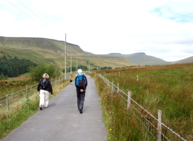 The lane towards the Neuadd Reservoirs