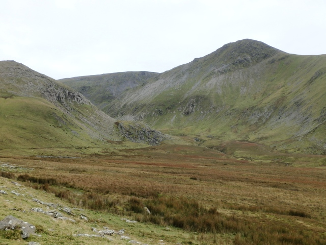 The northern side of Yr Elen, where the valley of the Afon Caseg narrows