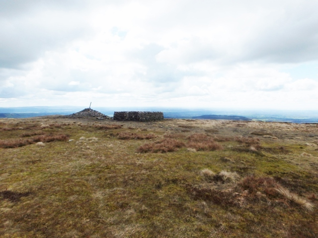 The cairn and shelter on the summit