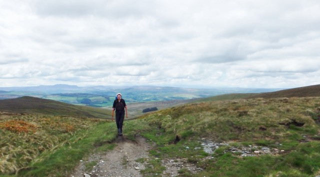 The path finally reaches the ridge at the bwlch ….
