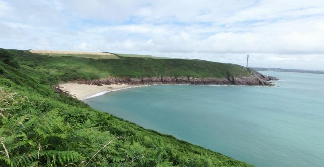 The sandy beach at Watwick Bay