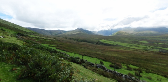 Setting off to Yr Elen from Gerlan – clouds on the tops