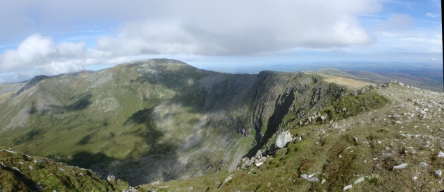 …. and looking back to Carnedd Llewelyn with the cliffs of Ysgolion Duon just right of centre
