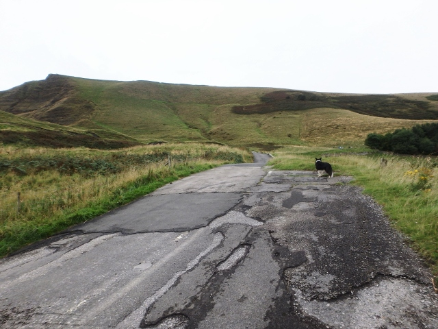 The old road heading towards Mam Tor